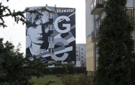 szczyt budynku wraz z muralem