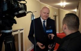 prezydent Michał Zaleski udziela wywiadu Telewizji Toruń