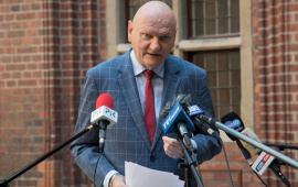 prezydent Michał Zaleski w czasie briefingu