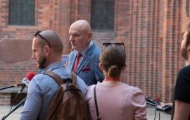 prezydent Michał Zaleski udziela wywiadu dziennikarzom