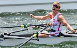 Katarzyna Zillmann w łódce cieszy się po zdobyciu srebra podczasIgrzysk Olimpijskich w Tokio