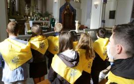 Na zdjęciu: stypendyści Fundacji Dzieło Nowego Tysiąclecia podczas mszy świętej