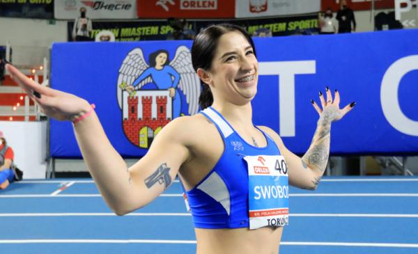Ewa Swoboda cieszy się po zdobyciu złotego medalu.