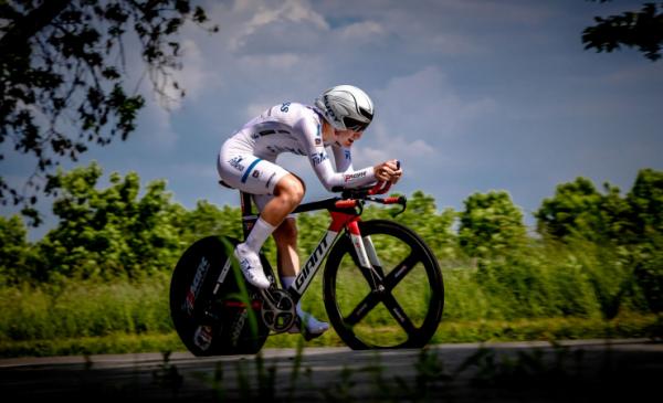 Na zdjęciu: Aurela Nerlo, zawodniczka TKK Pacific podczas wyścigu