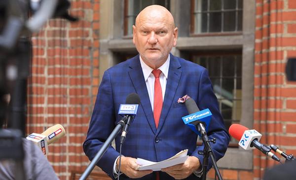 prezydent Michał Zaleski podczas briefingu