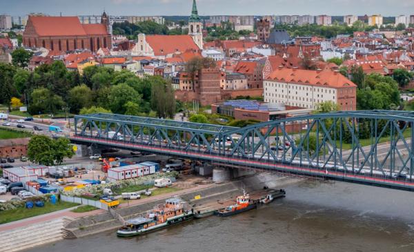 Na zdjęciu most im. Józefa Piłsudskiego w rozbudowie