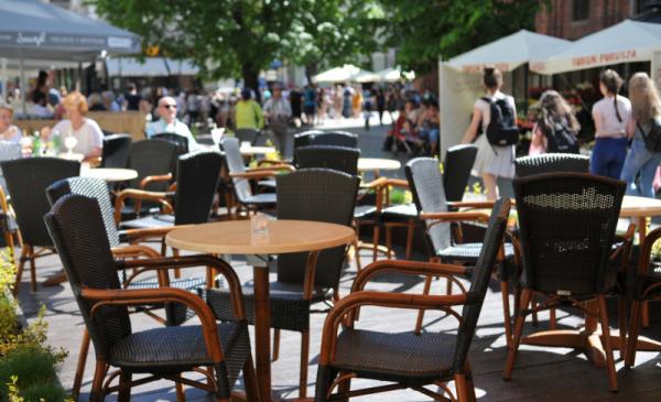 Na zdjęciu ogródek gastronomiczny na Rynku Staromiejskim