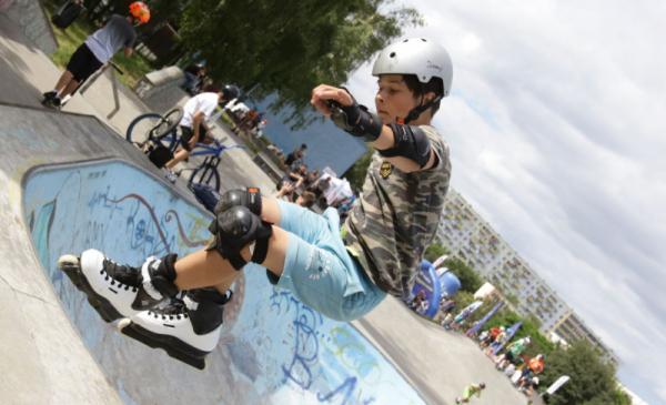 Na zdjęciu rolkarz na skateparku podczas Toruń Freestyle Battle