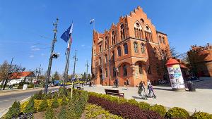 budynek Urzędu Miasta Torunia przy Wałach gen. Sikorskiego 8