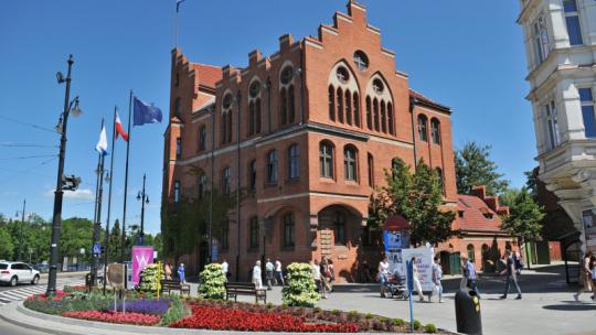 Budynek Urzędu Miasta Torunia przy ul. Wały gen. Sikorskiego 8