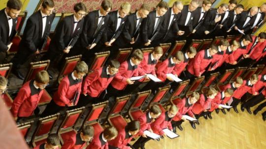 Na zdjęciu: chór Poznańskich Słowików występuje w Dworze Artusa