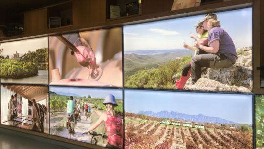 Na zdjęciu - pokaz zdjęć z miejsc uczestniczących w projekcie partnerstwo kulturowe