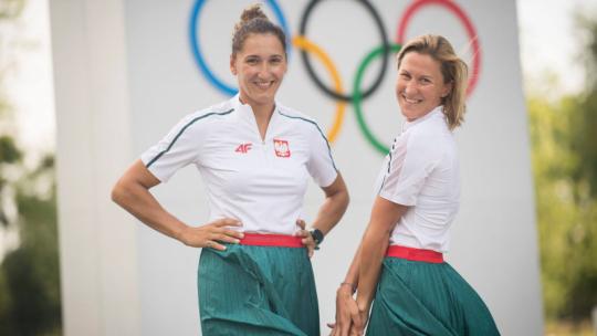 Na zdjęciu srebrne medalistki w żeglarstwie na igrzyskach w Tokio 2020, Jolanta Ogar-Hill i Agnieszka Skrzypulec
