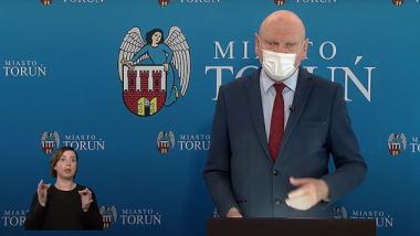 Prezydent Michał Zaleski podczas konferencji prasowej