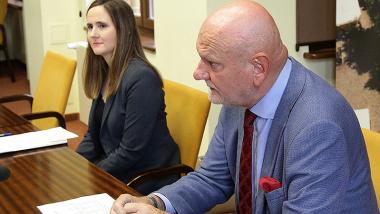 Na zdjęciu: prezydent Michał Zaleski i Katarzyna Błądek-Mikołajczyk, dyrektor Wydziału Obsługi Mieszkańców podczas konferencji prasowej