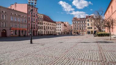 Na zdjęciu kamienice przy Rynku Nowomiejskim w Toruniu