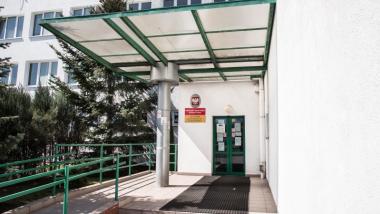 Na zdjęciu: wejście do Powiatowego Urzędu Pracy