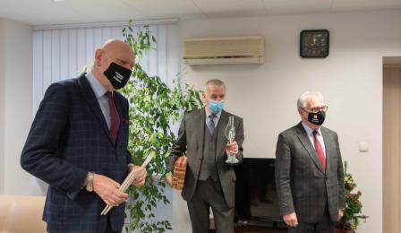 Na zdjęciu prezydent Michał Zaleski przemawia do zastępcy Komendanta Krzysztofa Lewandowskiego
